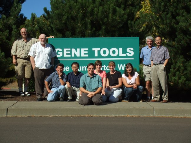 Image of Gene Tools crew in 2006 at the Philomath facility